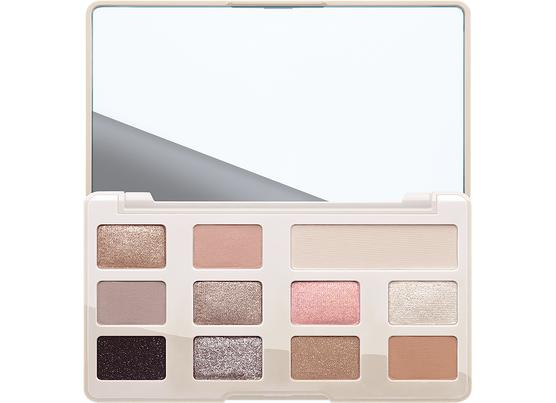 white chocolate chip eye shadow palette boxed